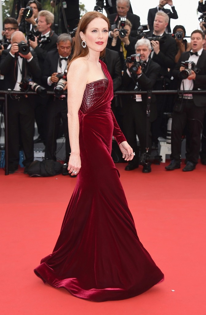 Julianne Moore, in Givenchy Haute Couture, with Chopard jewels